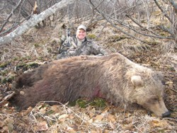 Bowhunting Grizzly bear - Randy Ulmer.JPG